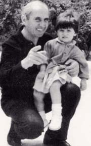 Don Puglisi e bambina